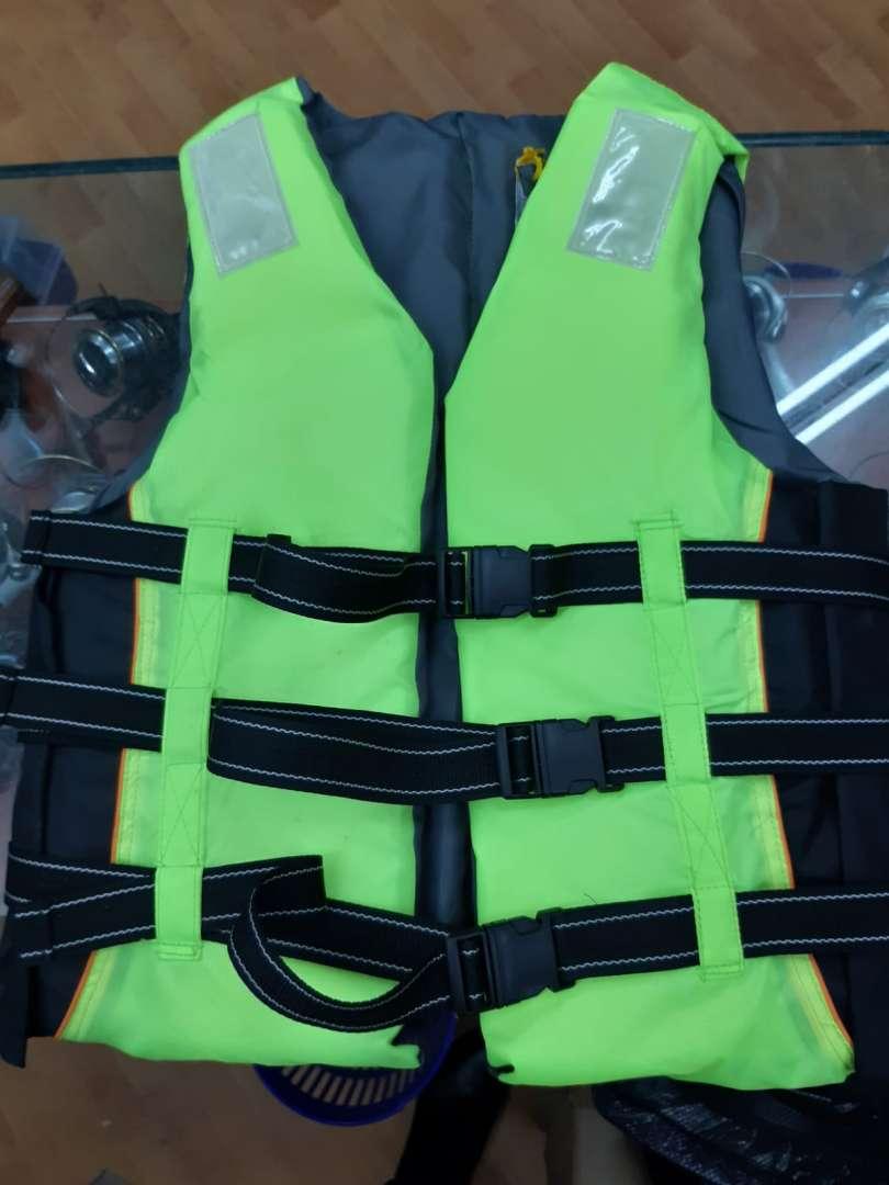 חגורת ציפה/ הצלה לסירה