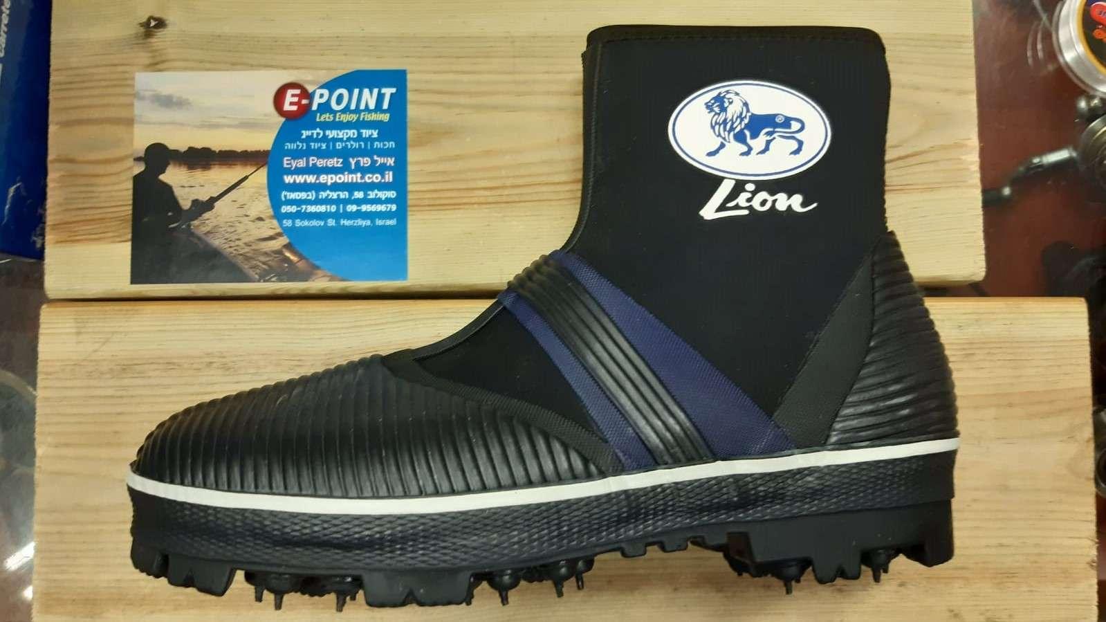נעלי קוצים לסלעים LION